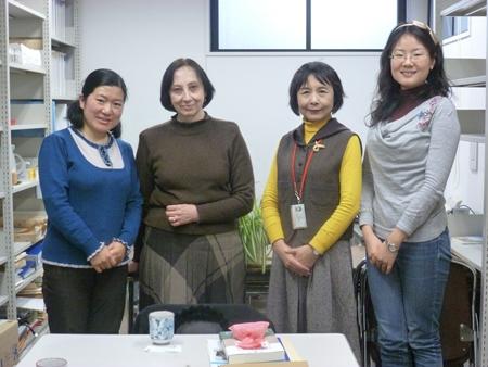 左より:臧佩紅招聘研究員、マイヤ・ゲラシモワ教授、王敏教授、『人民中国』陳?青編集員